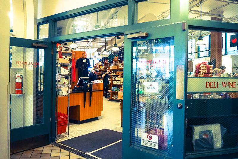 DeLaurentiの入り口