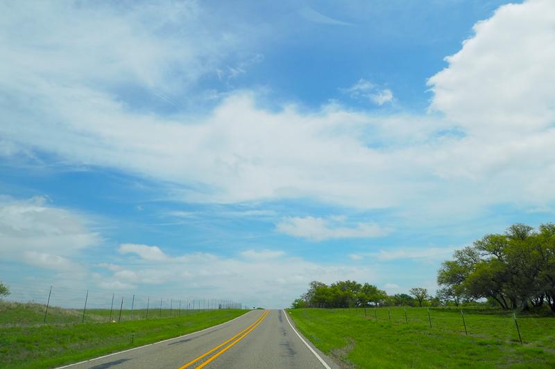 田舎道を行きます