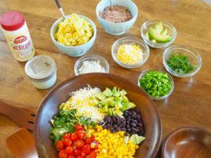 タコス用の具色々、とサラダ