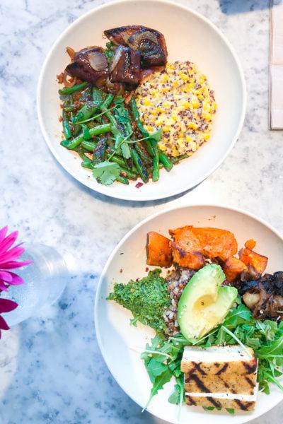健康志向の人々が集まる人気レストラン、フラワーチャイルド(Flower Child)でヘルシーランチ。