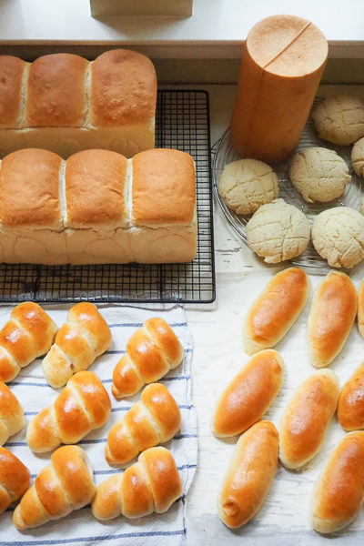 今週のパンは、サツマイモクリームパン、メロンパン、それからチョココロネなど♪