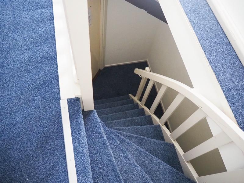部屋に入ってからこの階段をのぼる