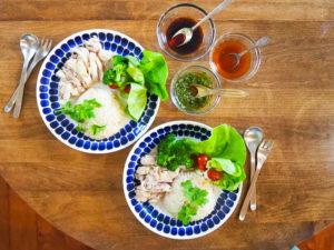 海南チキンライス、海南鶏飯、シンガポールチキンライス、またはカオマンガイ?