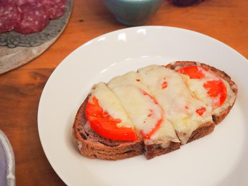 ワインブレッドでチーズトースト