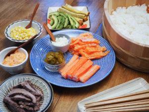 大好きなお寿司屋さんの『寿司ロール』をおうちで再現。意外な材料が決め手です。