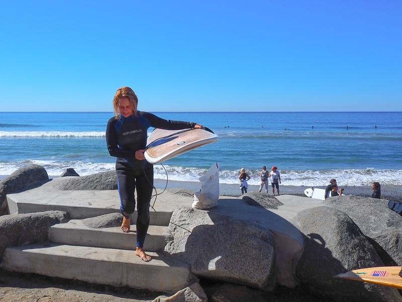 式当日にサーフィンをする新婦