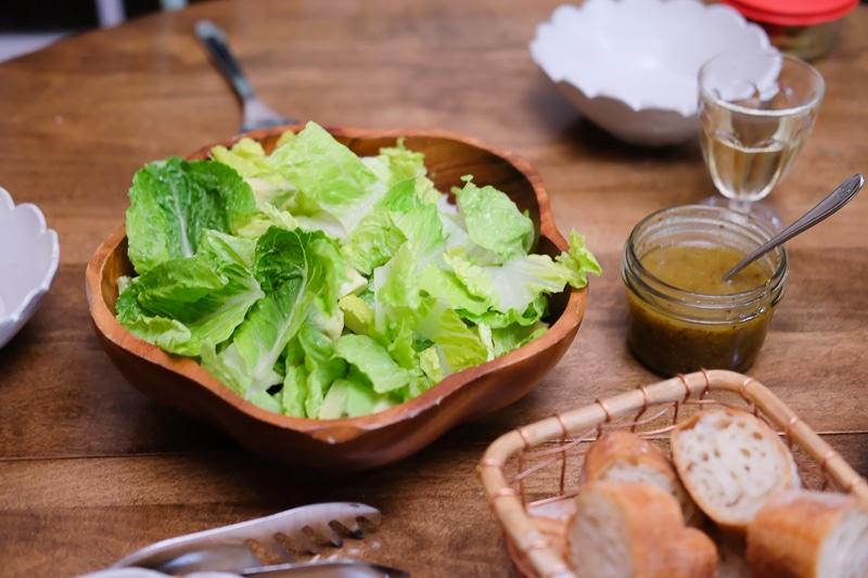 ロメインレタスとアボカドのサラダ