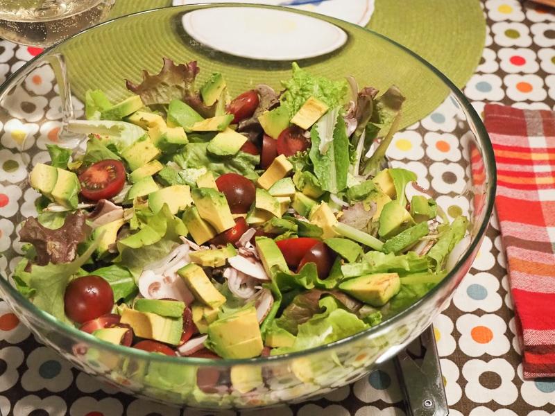 庭で採れたレタスのサラダ