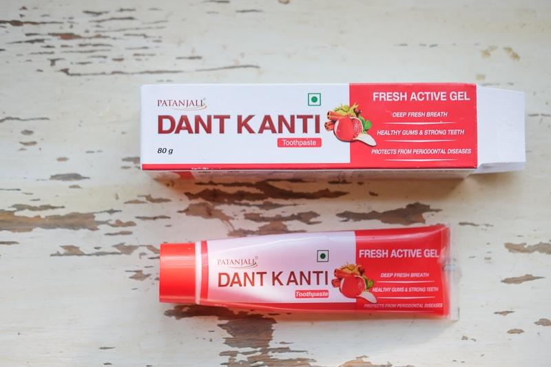 インドの歯磨き粉