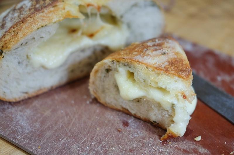 チーズ&バジル入りカンパーニュ