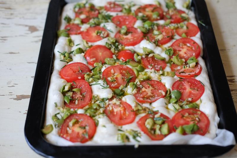 トマト、オリーブ、ガーリック、ローズマリー