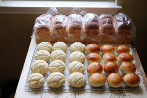 食パン、メロンパン、あんパン