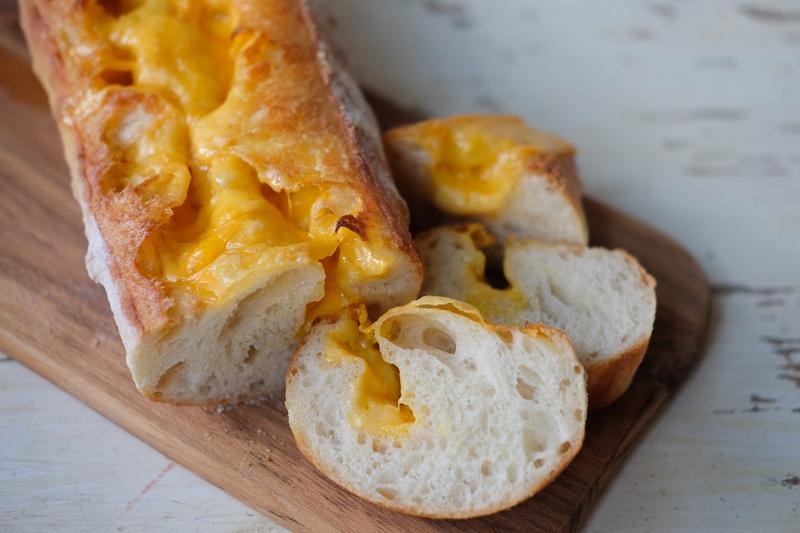 チーズ入りバゲット