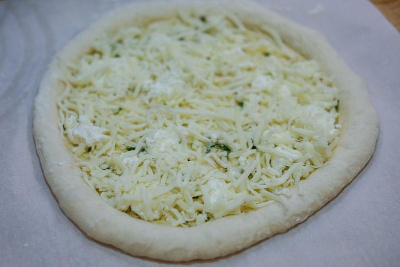 チーズだけをのせて焼く