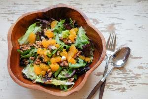 ミックスグリーン、オレンジ、ブルーチーズのサラダ